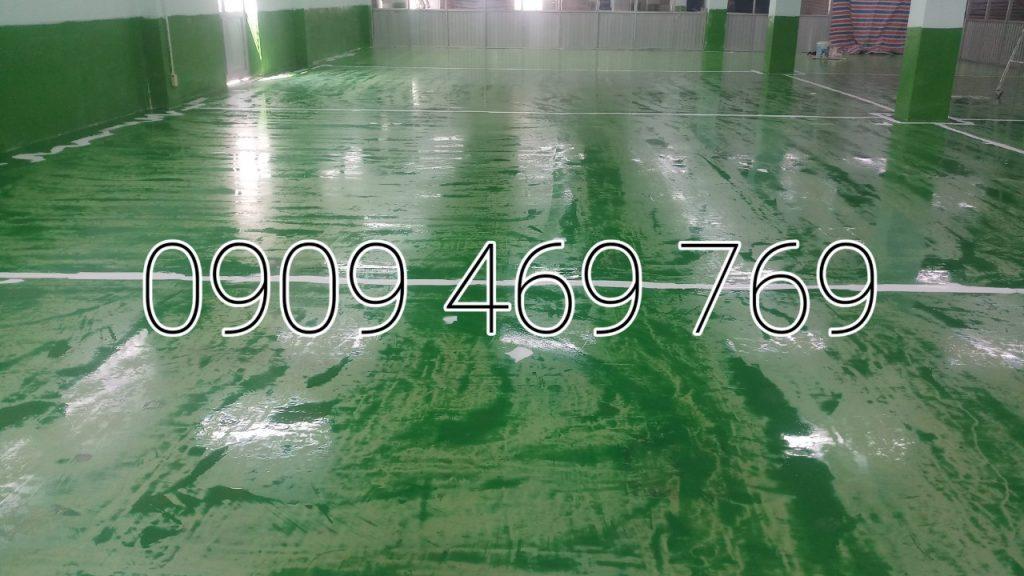 Đổ lớp sơn tự san phẳng dày 1mm đến 2mm/ hoặc gạt lấy mặt