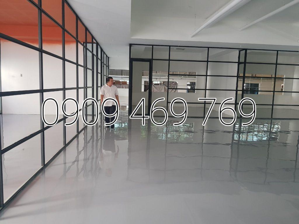 Đổ lớp sơn epoxy sàn công nghiệp dày 1mm đến 2mm hoàn thiện